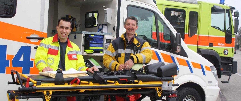 Erste Hilfe Ausbildung von Rettungsdienst Sanitätern |ERFAB